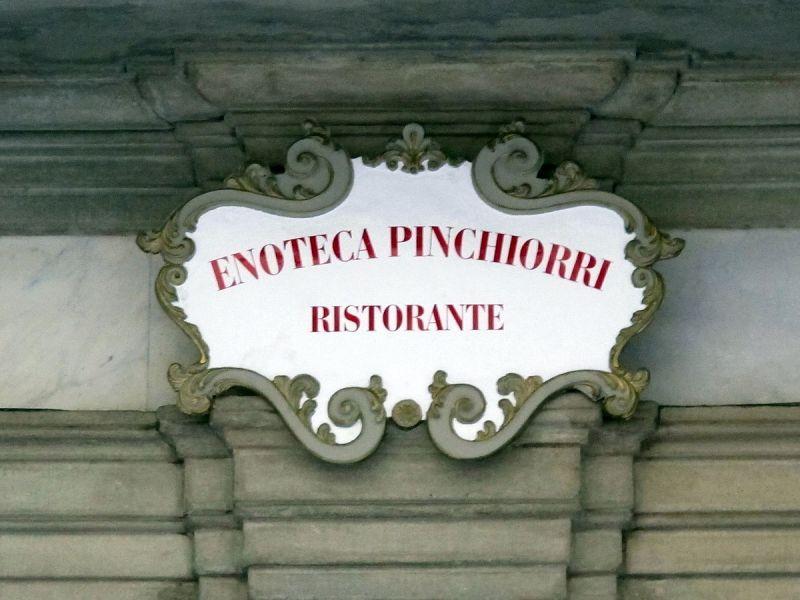1200px-Via_ghibellina_96,_palazzo_jacometti_ciofi,_insegna_enoteca_pinchiorri